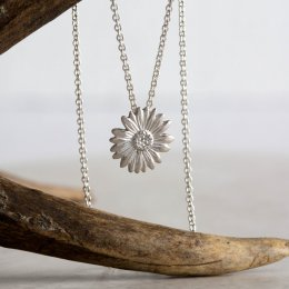 Mosami Daisy Happiness Pendant Necklace