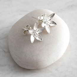 Mosami Garlic Flower Health Stud Earrings